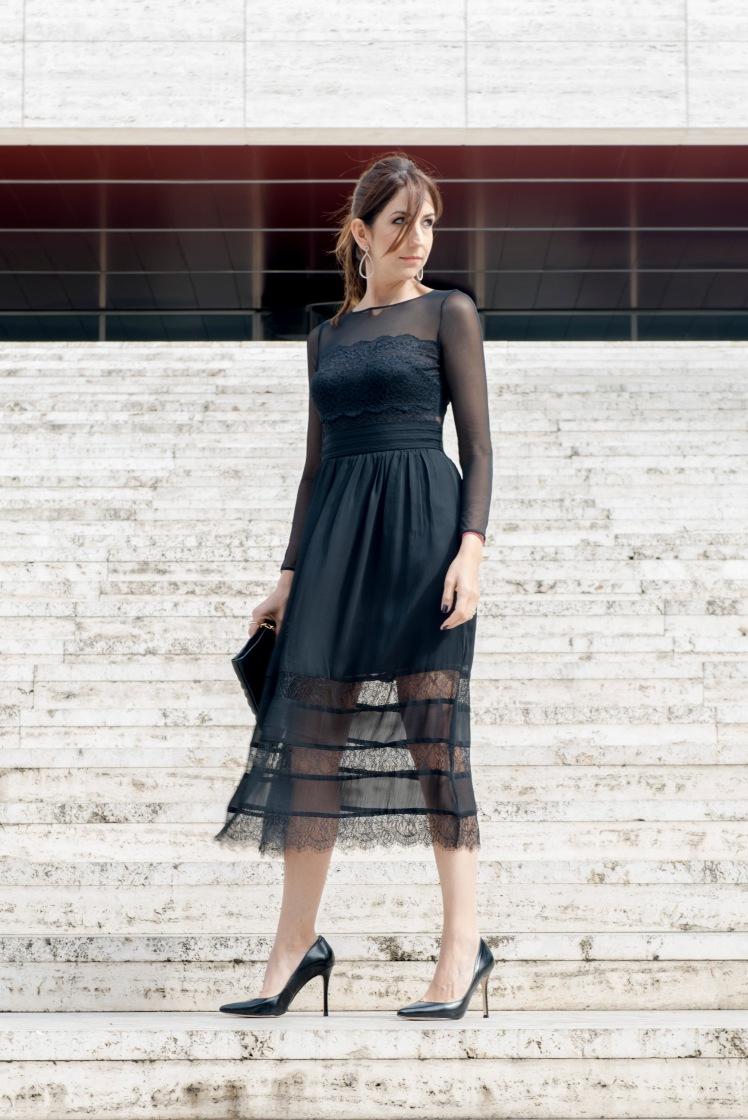 vestido-negro-escaleras-9071